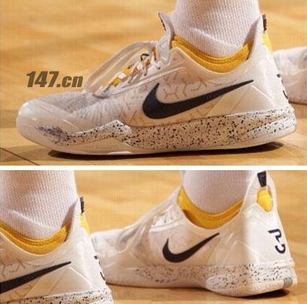 保罗/目前乔治的球鞋赞助商是耐克,虽然暂时没有专属签名篮球鞋系列...