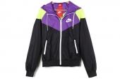 545909-016 Nike AS Windrunner 黑紫色女子连帽夹克