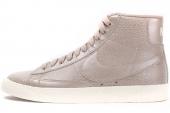 685225-100 Nike W Blazer Mid Ltr Prm 浅红衫棕色女子休闲板鞋